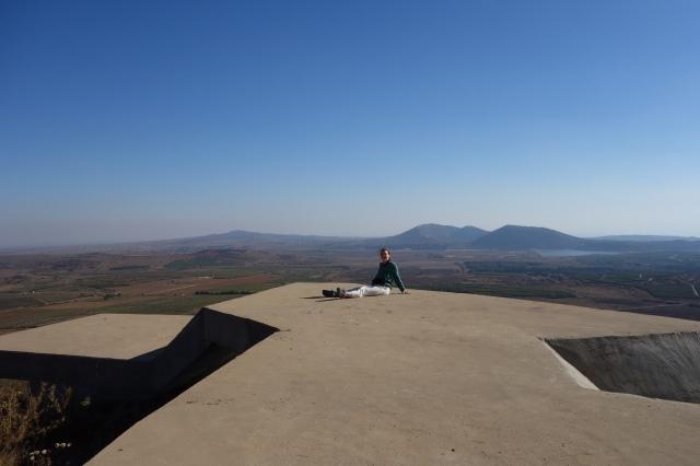Henny Jahn auf einem Grenzwerk der IDF nach Syrien